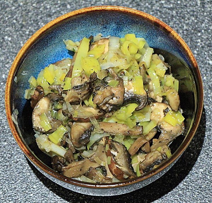 Cooked leeks and mushrooms