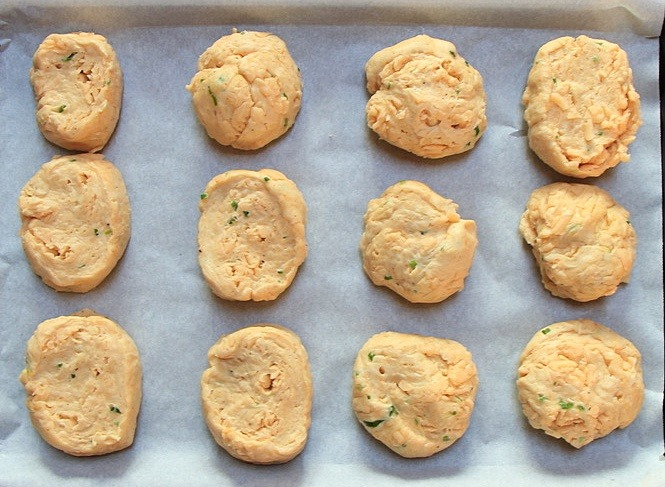 Ready to bake cheese tea biscuits