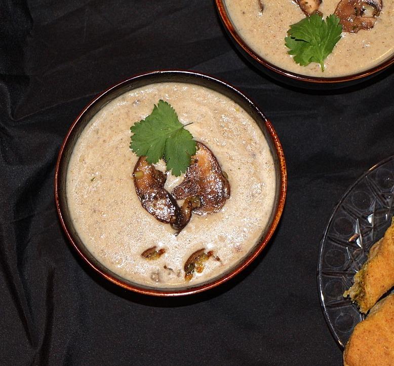 Creamy leek and mushroom soup