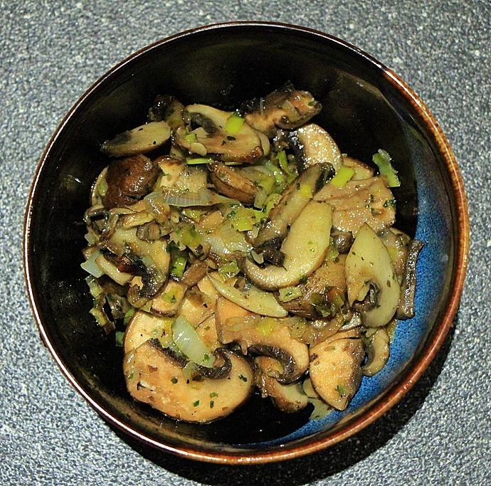 Cooked mushrooms and leeks