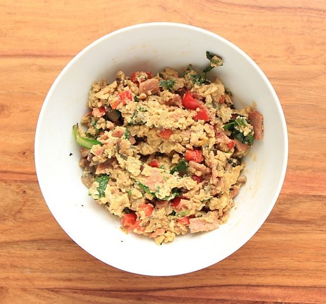 Scrambled eggs with bacon, spinach and peppers