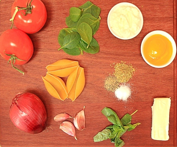 Ingredients for ricotta and spinach filled pasta
