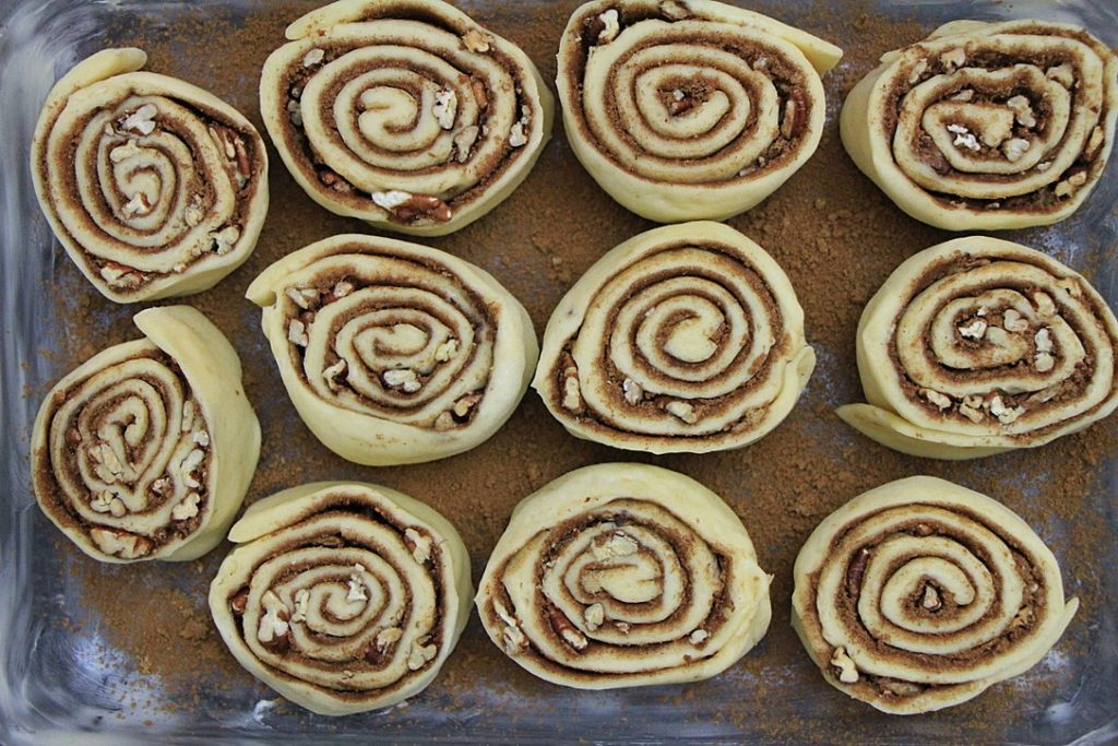 Cut buns placed in tray
