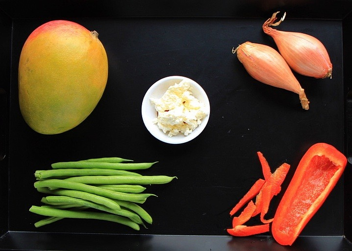 Ingredients for the Green Bean Salad with Mango and Red Peppers