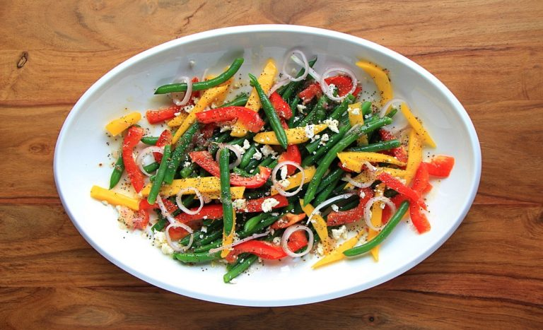 Green Bean Salad with Mango and Red Peppers