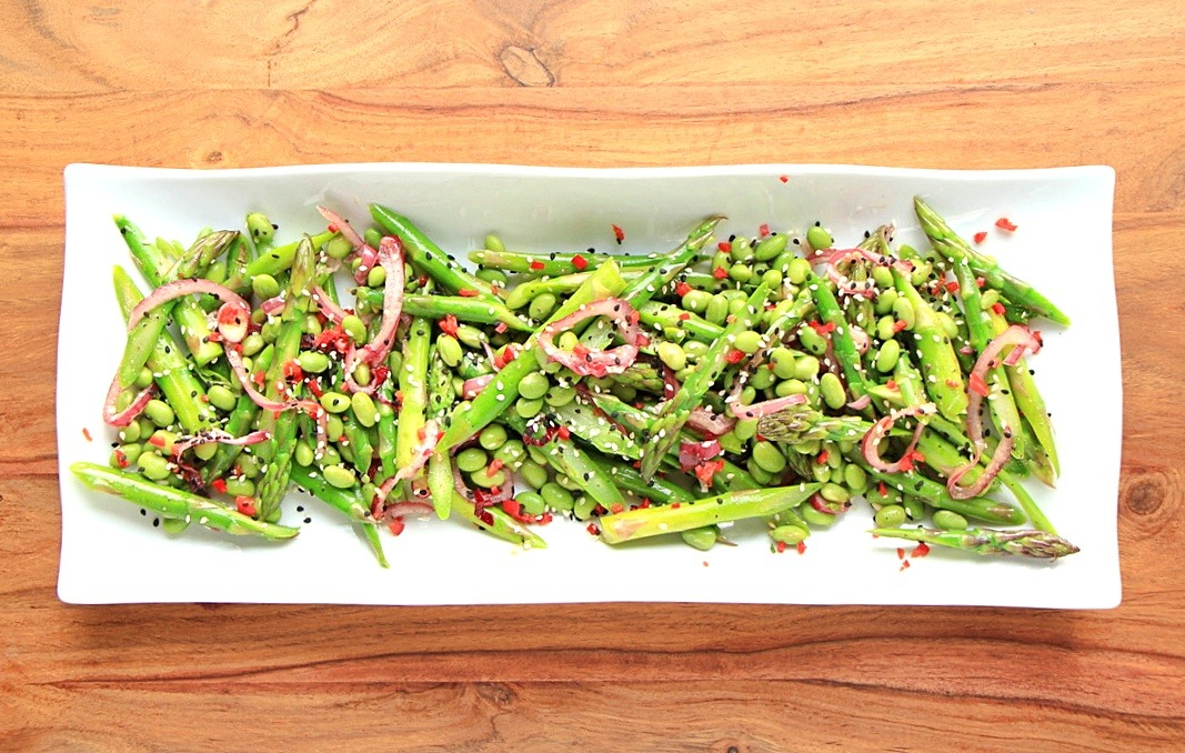 Crunchy asparagus and edamame salad