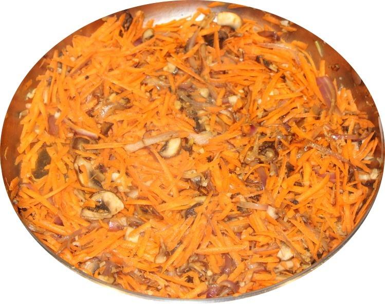 Carrots and mushrooms in pan