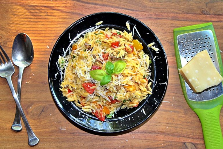 Simple but Delicious Orzo with Cherry Tomatoes